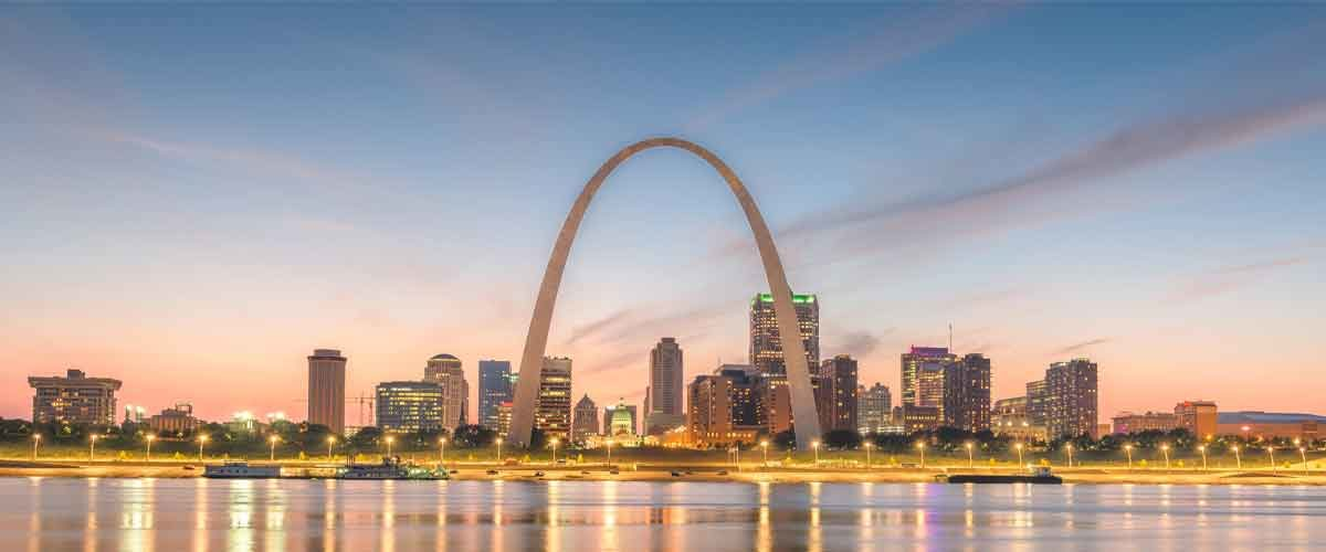 A picture of the gateway arch backed by a hot commercial lending market.