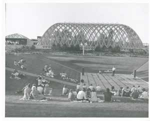 a picture of the Denver Botanic Gardens Summer Concert Series in the 1980s.