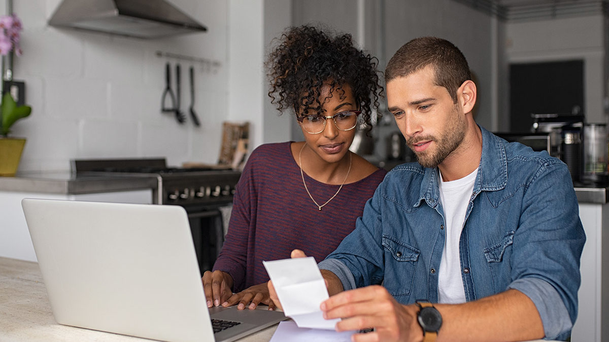 couple working on financial plan