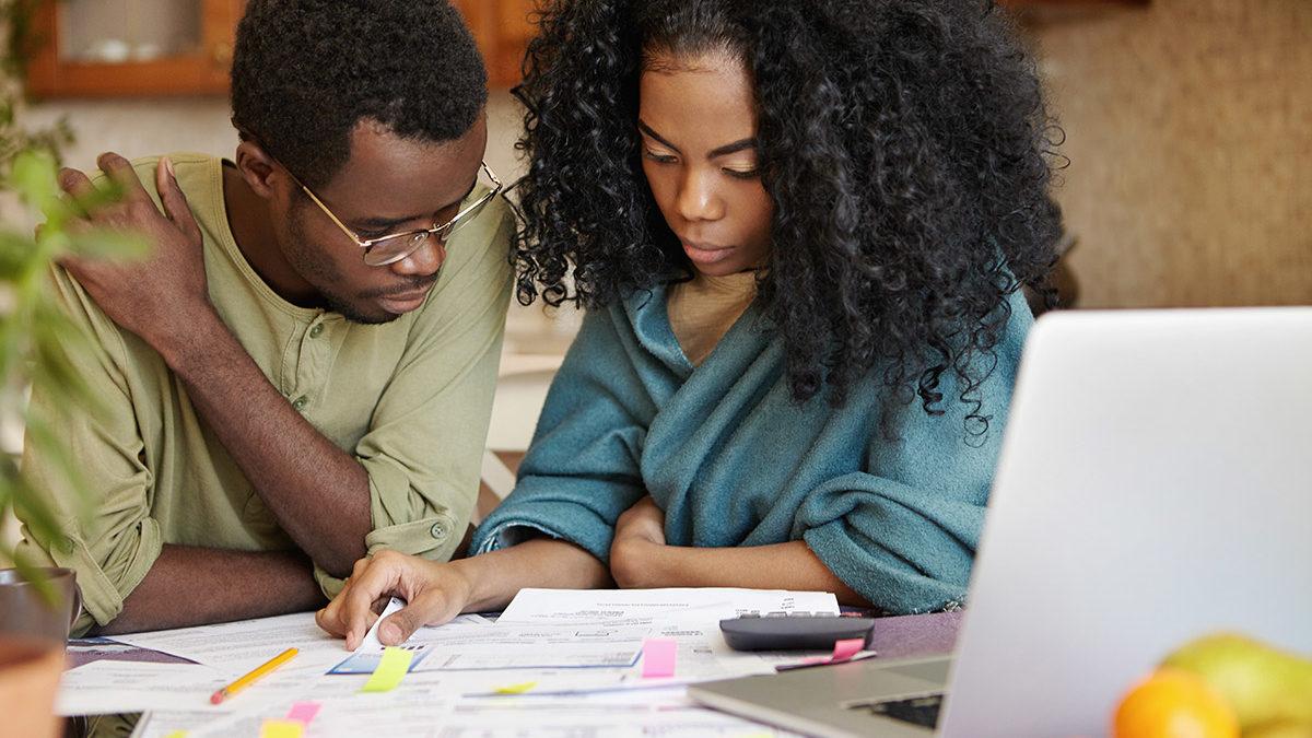 Couple-budgeting_web